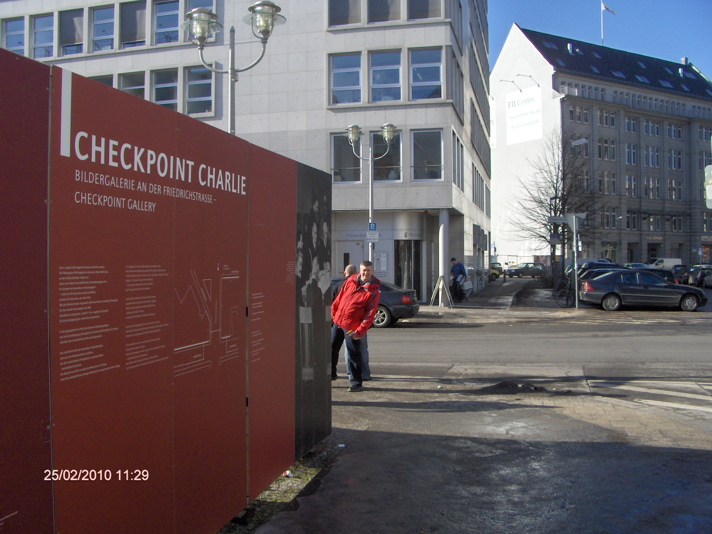 hvornår blev berlinmuren væltet